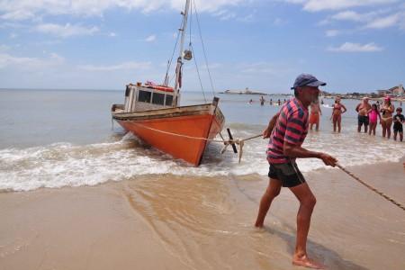 Sacando las barcas del agua