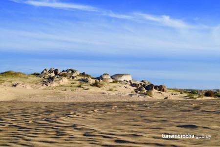Rocas y paisaje desértico