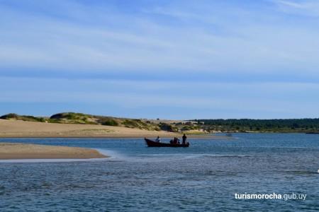 Cruce del Arroyo Valizas en bote