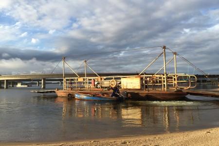 Antigua balsa para cruzar la Laguna Grazón