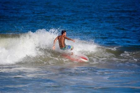 Surf en playa del Barco, La Pedrera