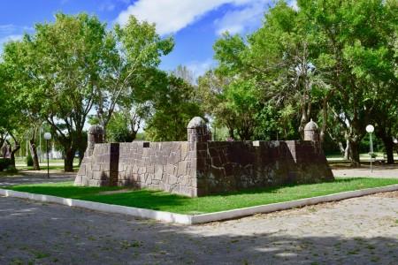 Monumento al Fuerte San Miguel en la Plaza de 18 de Julio