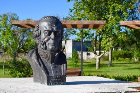 Busto de Juan Antonio Lavalleja en la plaza de 19 de Abril