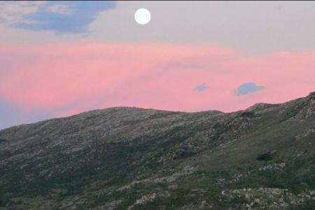 Luna llena en las Sierras en Rocha