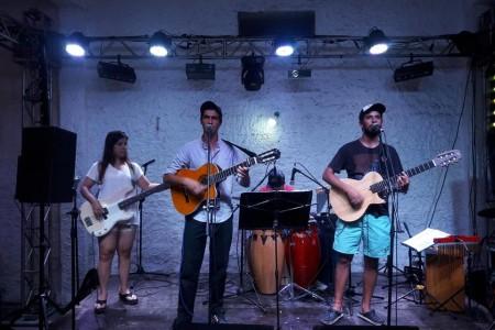 Grupo Choui y Volumen 10 en Barra de Chuy