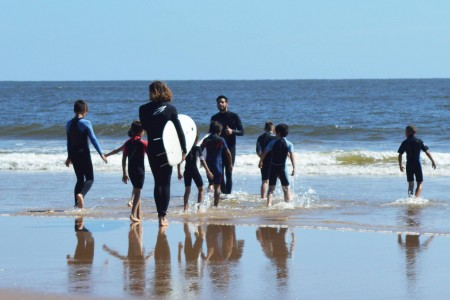 Jornada de surf solidaria en La Coronilla
