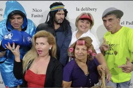 """Teatro: """"Una familia normal"""" en Castillos"""
