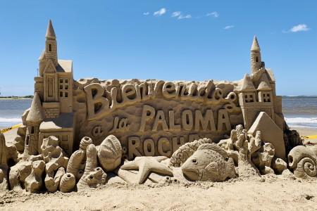 Esculturas en la arena en La Paloma