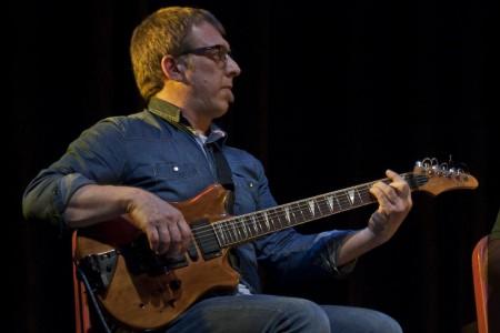 Quique Lafourcade en guitarra sola en Aguas Dulces