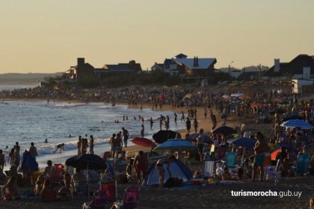 Informe sobre turistas extra-regionales que visitan Rocha durante el verano 2017