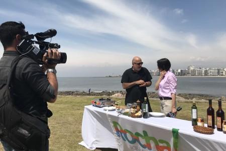 Presentación de la gastronomía rochense en la rambla de Montevideo