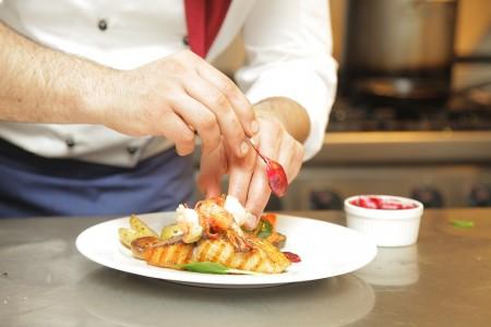 Solicitud de trabajo: cocinero y ayudante de cocina para restaurante en La Paloma