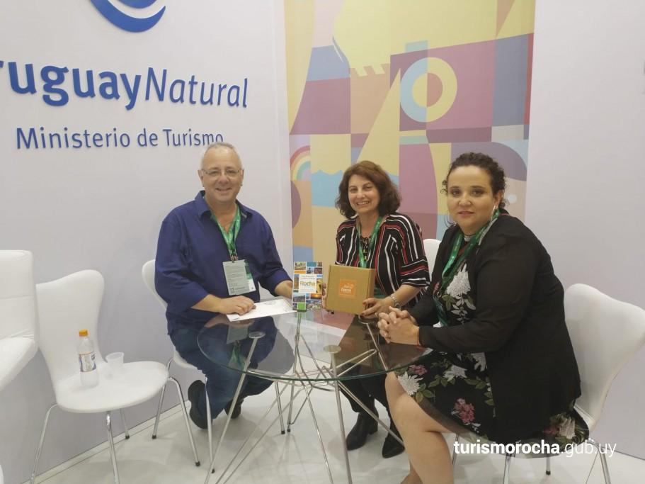 Alejandra Manso (CRT), Alejandra Larrosa (DirTur) y André Volkart Vaccari Coordinador de Promoción Turística de la Secretaría de Turismo de Gramado