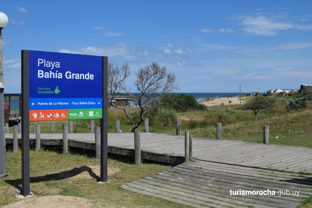 Carteles de playas en el departamento de Rocha