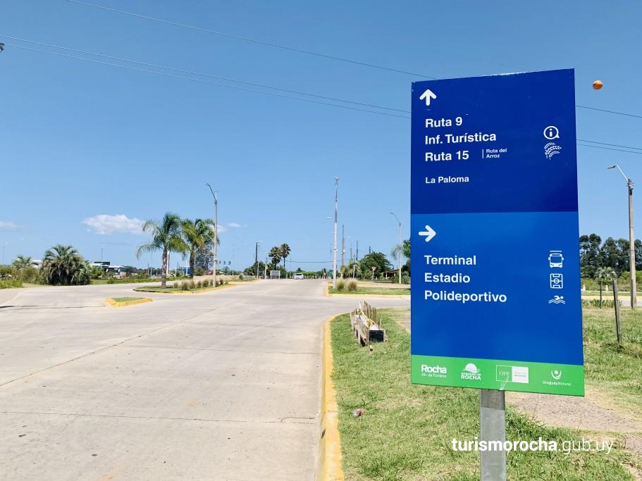 Cartelería turística en la capital de Rocha