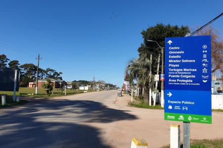 La Dirección de Turismo de Rocha colocó nueva cartelería e instaló 4 nuevas bajadas / miradores de playa