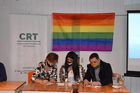 Cámara LGBT de Uruguay y CRT firman acuerdo marco para posicionar Rocha como destino LGBT+