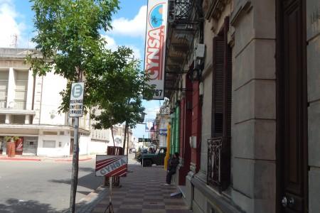 Agencia de ómnibus Cynsa / Núñez en Rocha