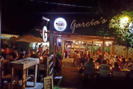 García's Bar en La Pedrera, cocina artesanal a media cuadra de la Av. Principal
