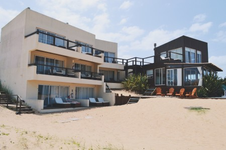 Remanso del Diablo, boutique hotel on the beach, in Punta del Diablo, Uruguay. Rooms with sea view and breakfast