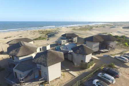 """Marisma Hotel Aparts & Suites en Punta del Diablo, sobre la playa """"La Viuda"""" y con vista al mar"""