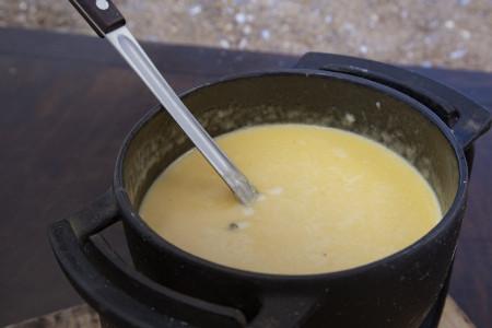 Cómo preparar una rica fondue de quesos artesanales de Rocha. Tips, ingredientes y procedimiento paso a paso
