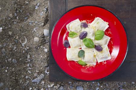 Receta de raviolones de tararira, rellenos de un típico pescado de Rocha. Ingredientes y preparación