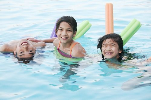 https://s3.amazonaws.com/tv-wordpress/a/wp-content/uploads/124072-849x565-kids_in_pool.jpg