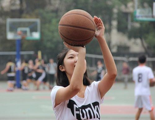 https://s3.amazonaws.com/tv-wordpress/a/wp-content/uploads/basketball-1749315_960_720-1.jpg