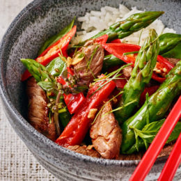 Spice up your evening with asparagus and beef red curry stir-fry