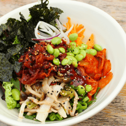 Spicy pork bibimbap with vegetables and spicy sauce