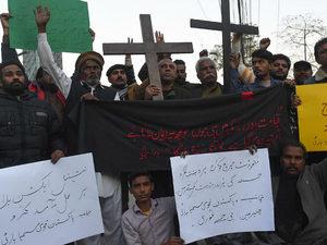 Pakistan-christians-protest-persecution-carry-crosses-getty-640x480-medium