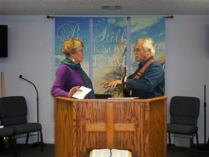 Pastor%20ted%20and%20diane%20discussing%20music%20before%20the%20service-web
