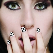Checker/Back And White Manicure Nail Art