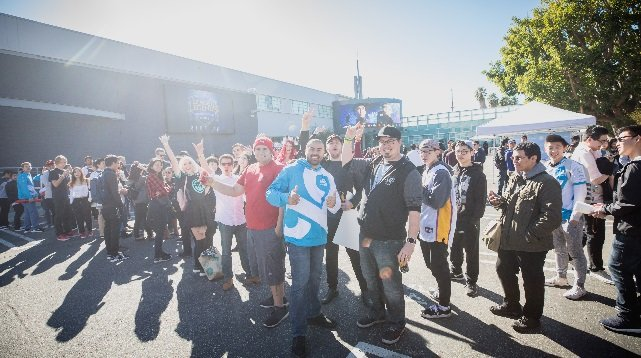 Fans are prepared to put in time to see their favorite players (LoL Esports Photos, Flickr)