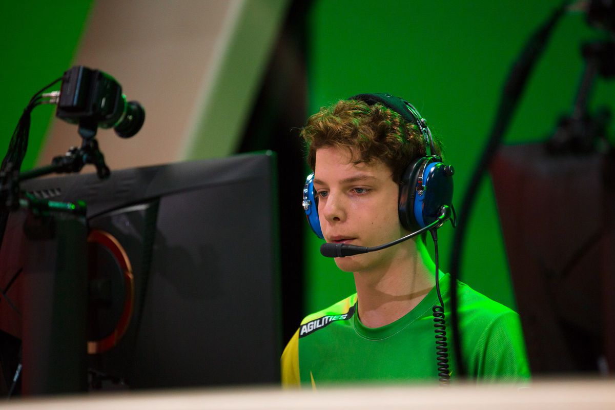 Agilities focused on the match before him.