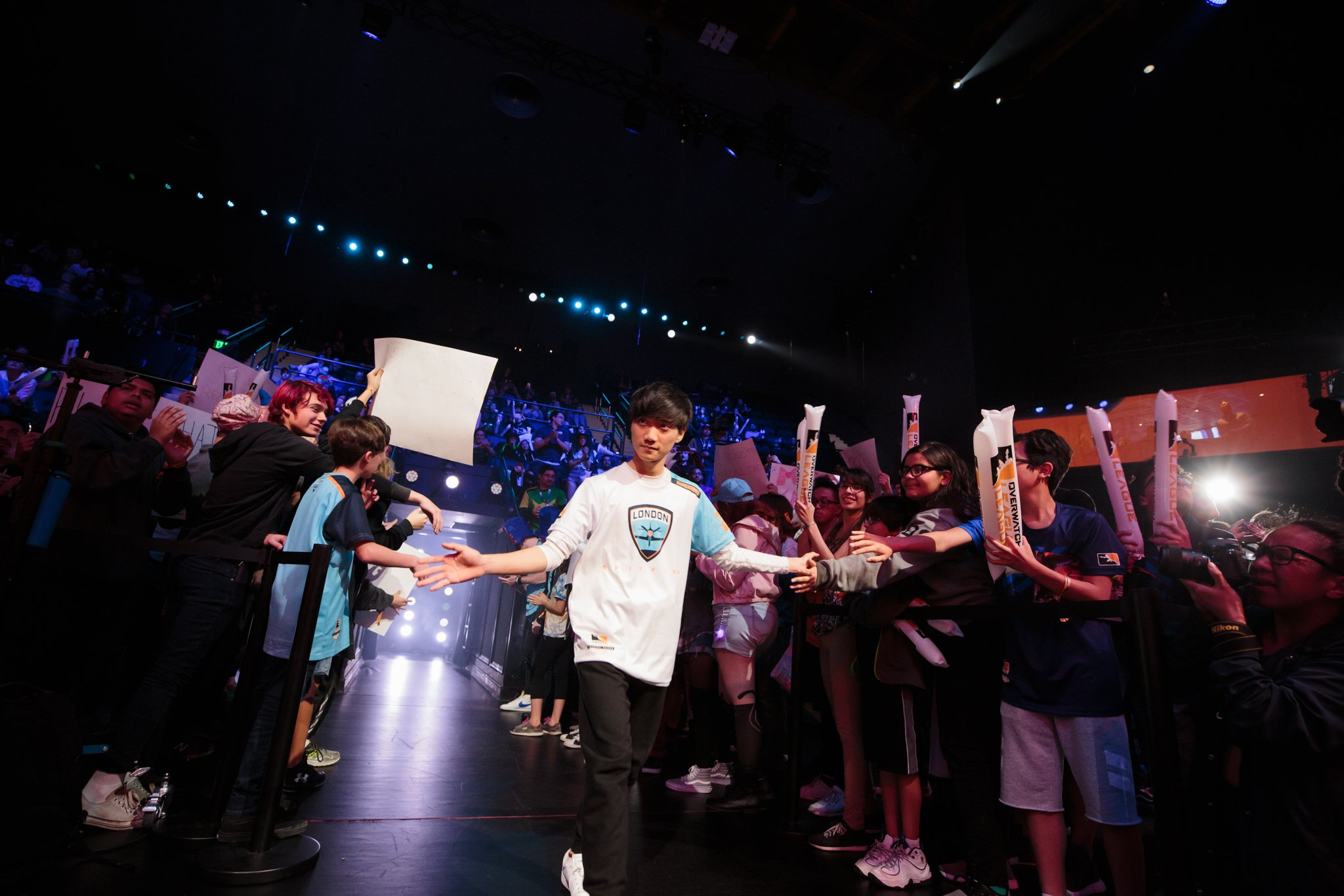 birdring entering the Overwatch League arena to a crowd of fans.