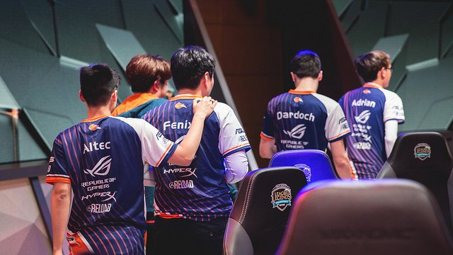 Echo Fox walk off stage after going 2-0 this week (LoL Esports Photos, Flickr)