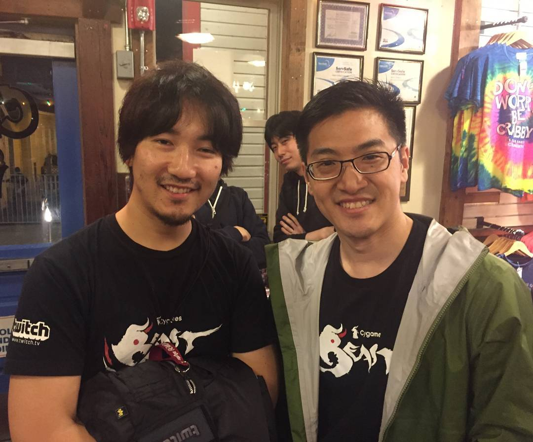 GamerBee with his Cygames teammate of Daigo Ume
