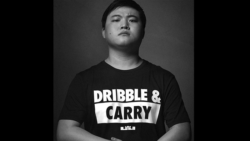 Nike Sign RNG League of Legends Player Uzi