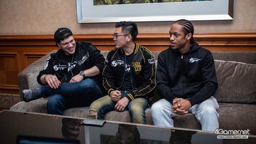 With the likes of PR Balrog (Right) and Gamerbee (Center), Infexious most definitely isn't hurting for high quality sparring partners. [Image by 4Gamers.net]