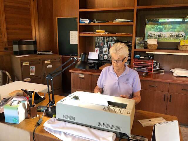 Joyce Doty using her IBM Wheelwriter 1500 electric typewriter.