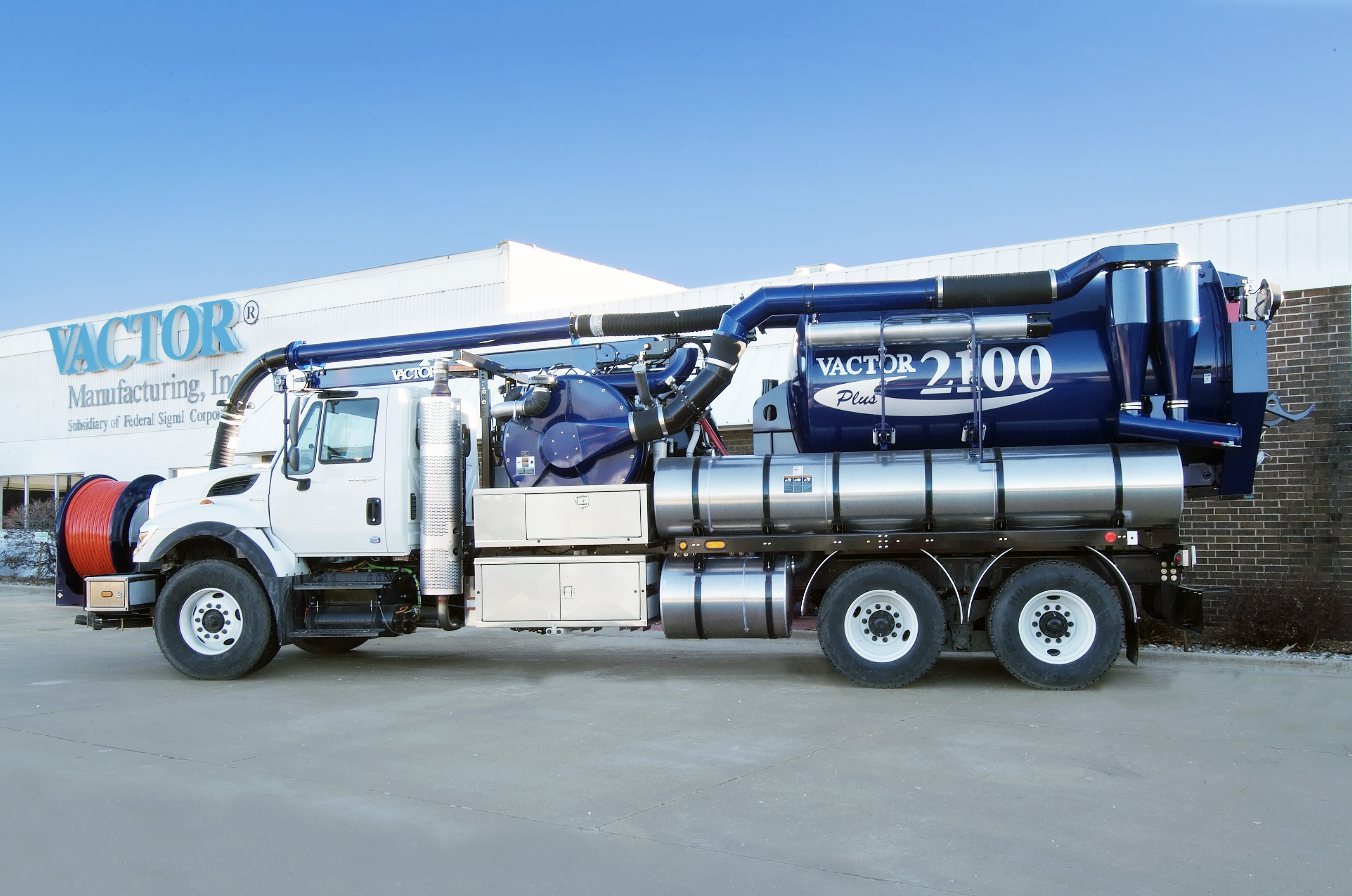 Redesigned Vactor 2100 Sewer Cleaner Debuts Underground