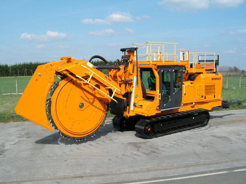 Pipeline Trenching Machines : Track trenchers rock saws rivard trenching