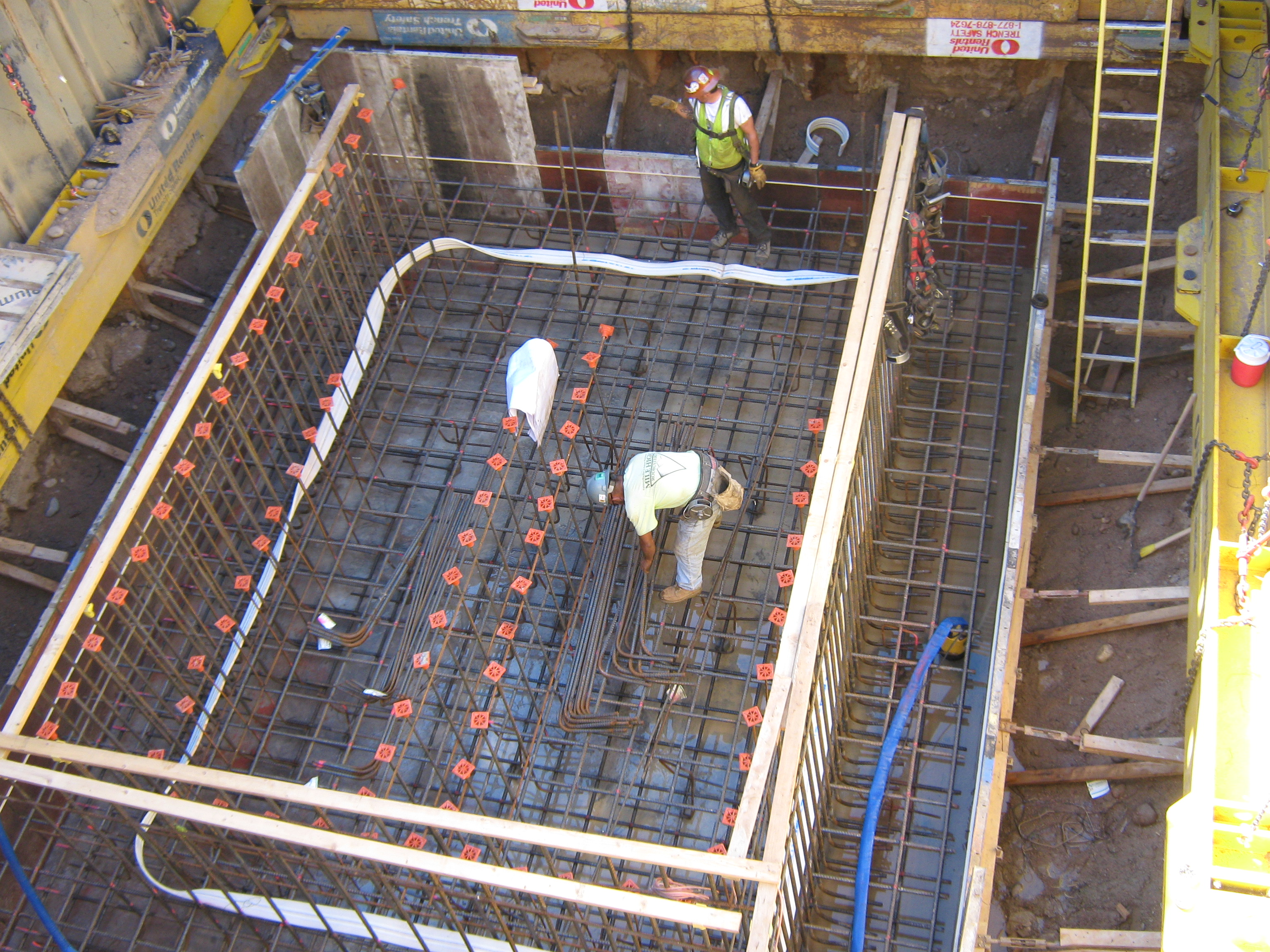Shoring In Construction : Mega brace shoring provides unique solution for water