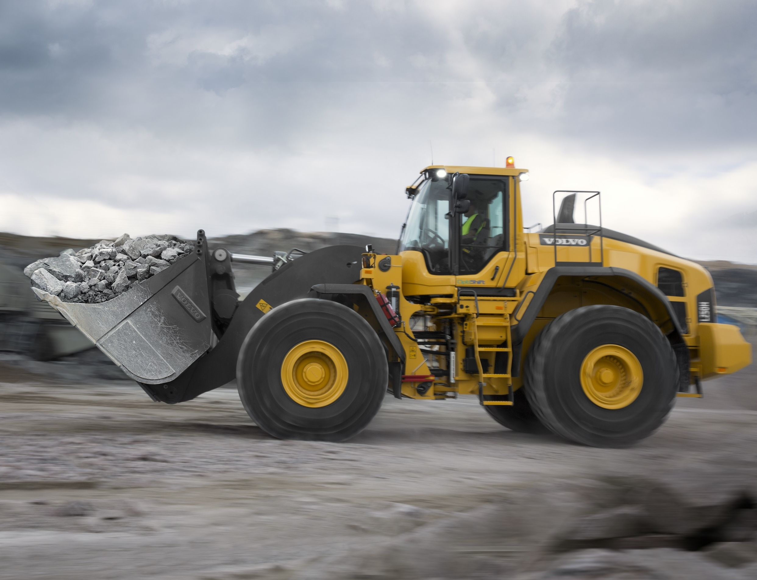 Volvo L250H Wheel Loader Makes Light Of Heavy Jobs - Underground Construction