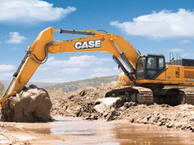 The CX700B excavator achieves high performance on the job with the CASE Tier-III certified Isuzu engine.
