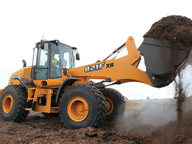 The CASE 821F wheel loader offers faster acceleration, quicker cycle times, and higher travel speeds