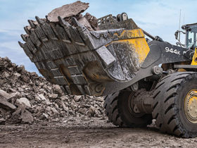John Deere 944K hybrid wheel loader