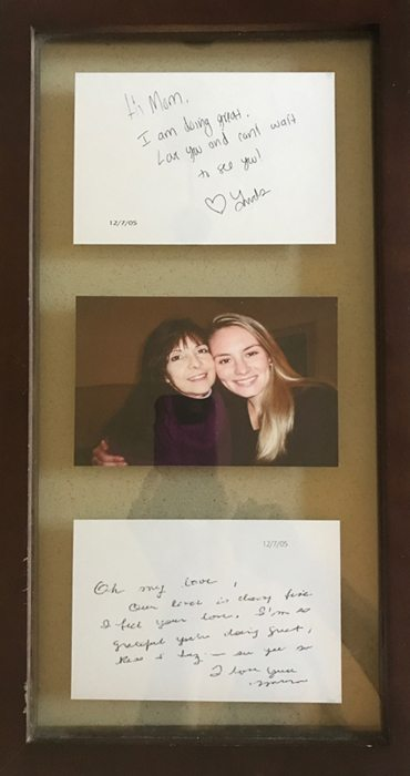 "A photo shows a portrait of Lindsay Pratt and her mom, Vera Paca. Above the photo is a note Lindsay wrote to her mom right after the transplant surgery. It says, ""Hi Mom. I am doing great. Love you and can't wait to see you! Love Linds."" Vera then wrote a note back to her daughter to let her know she was OK too after the difficult surgery."